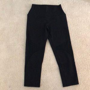 Alo Yoga (Nordstrom) XS Capri Athletic pants